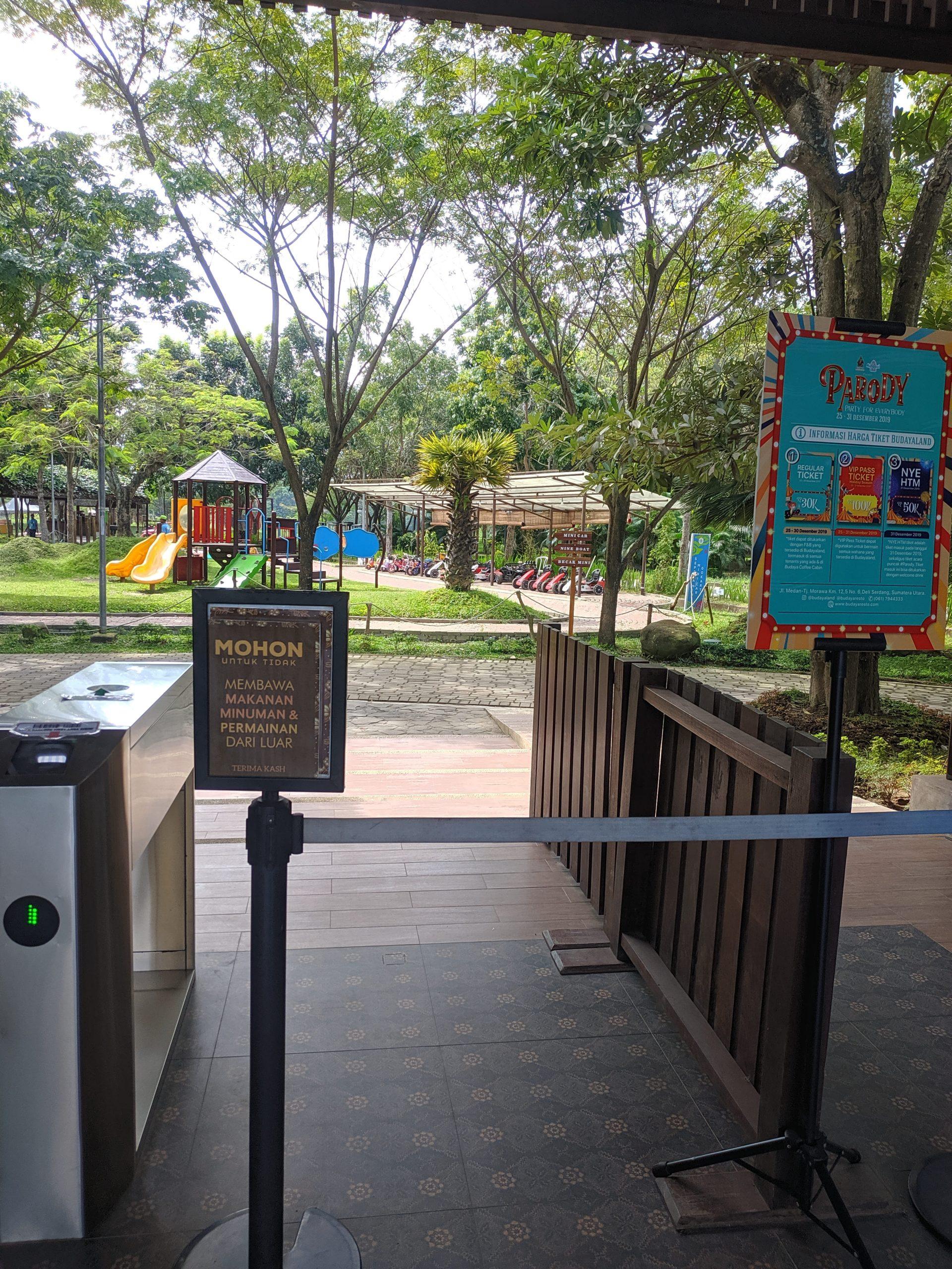 Foto-foro di area depan/ticketing budayaland